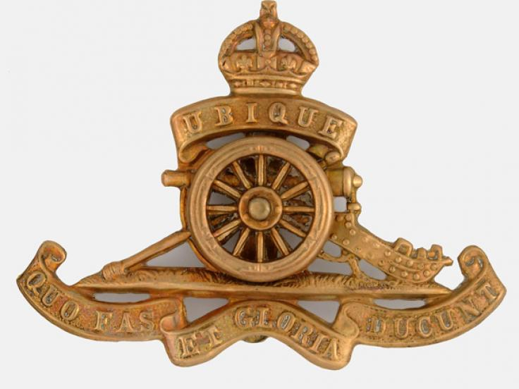 Cap badge of the Royal Artillery, c1903