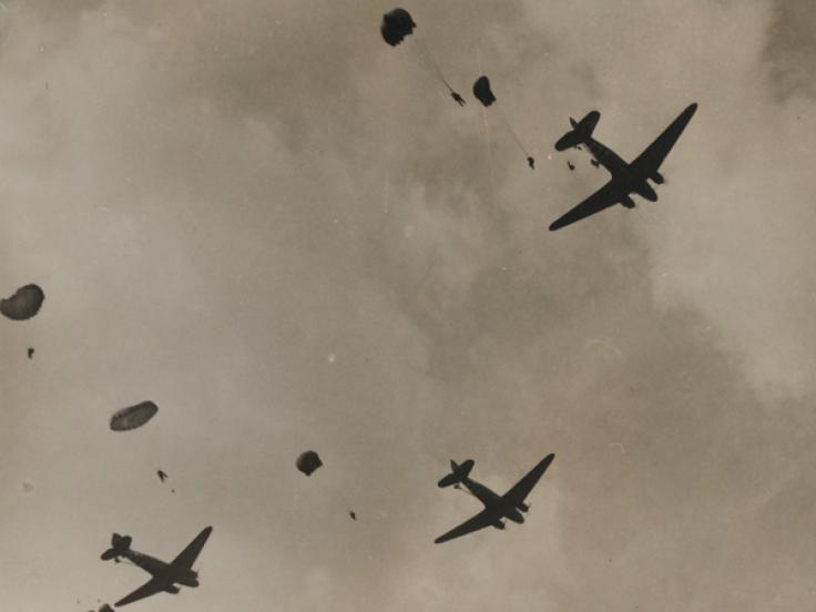 Dropping parachutists and supplies, Arnhem, September 1944