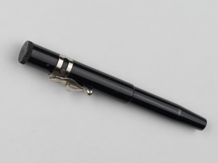 Gun disguised as a pen for use by SOE agents, 1945