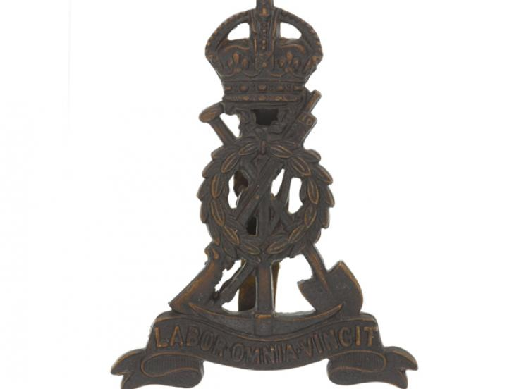 Cap badge, The Pioneer Corps, c1943