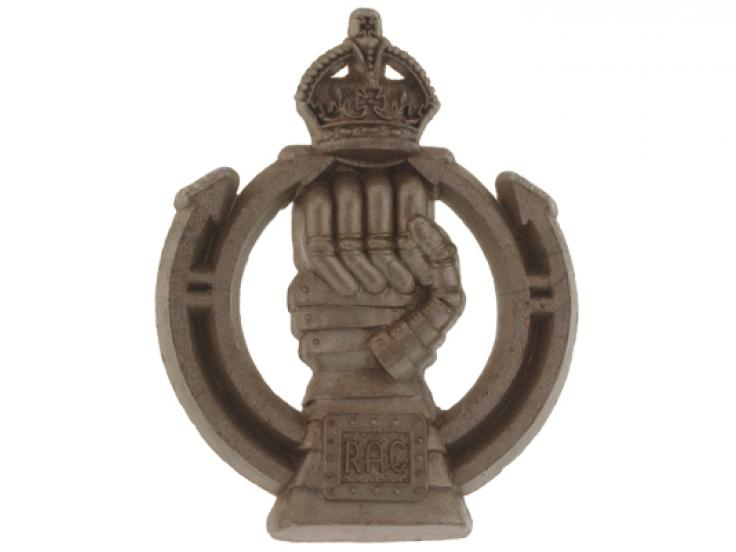 Cap badge, Royal Armoured Corps, 1942