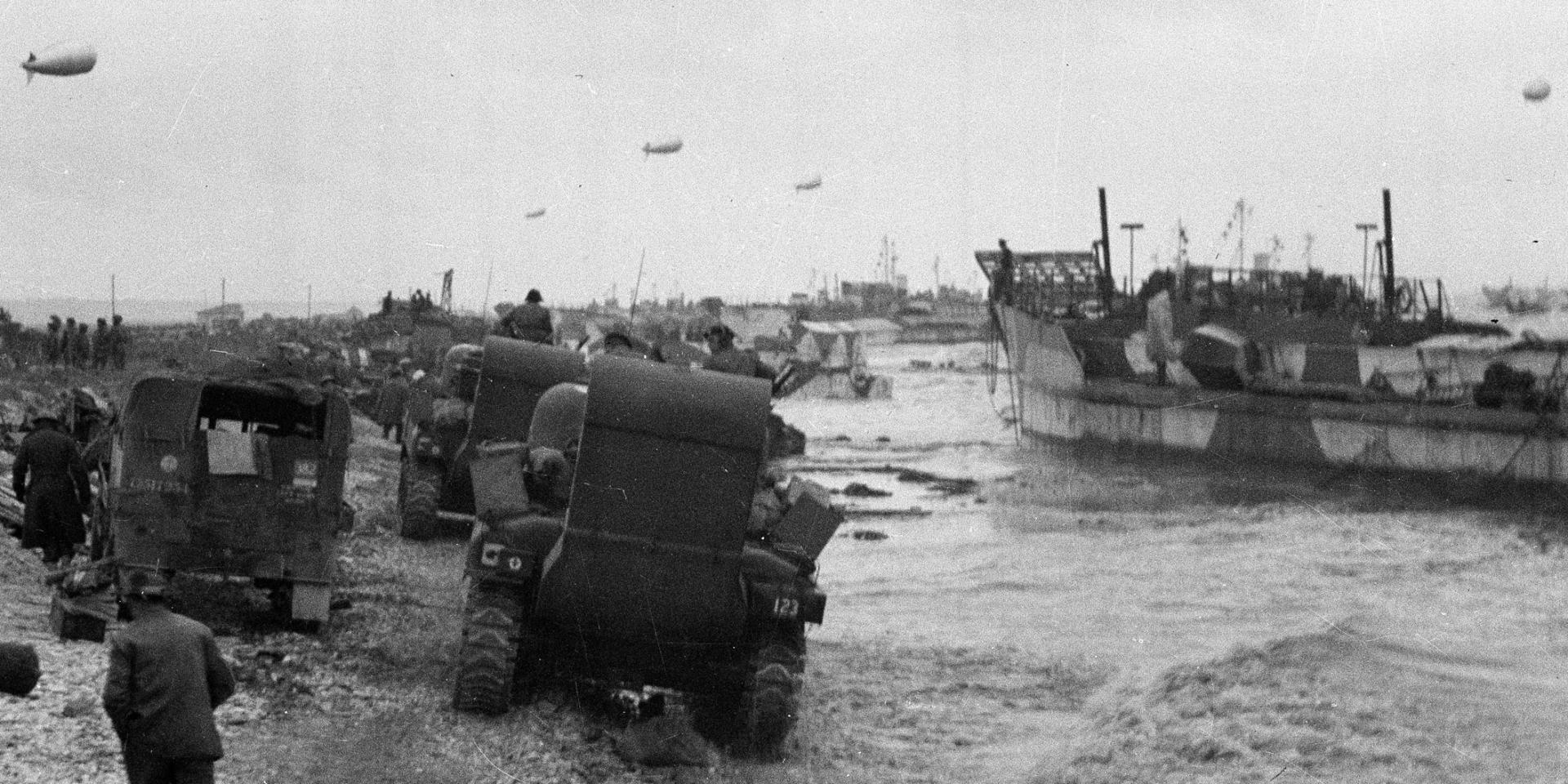 Landing tanks in Normandy, 1944