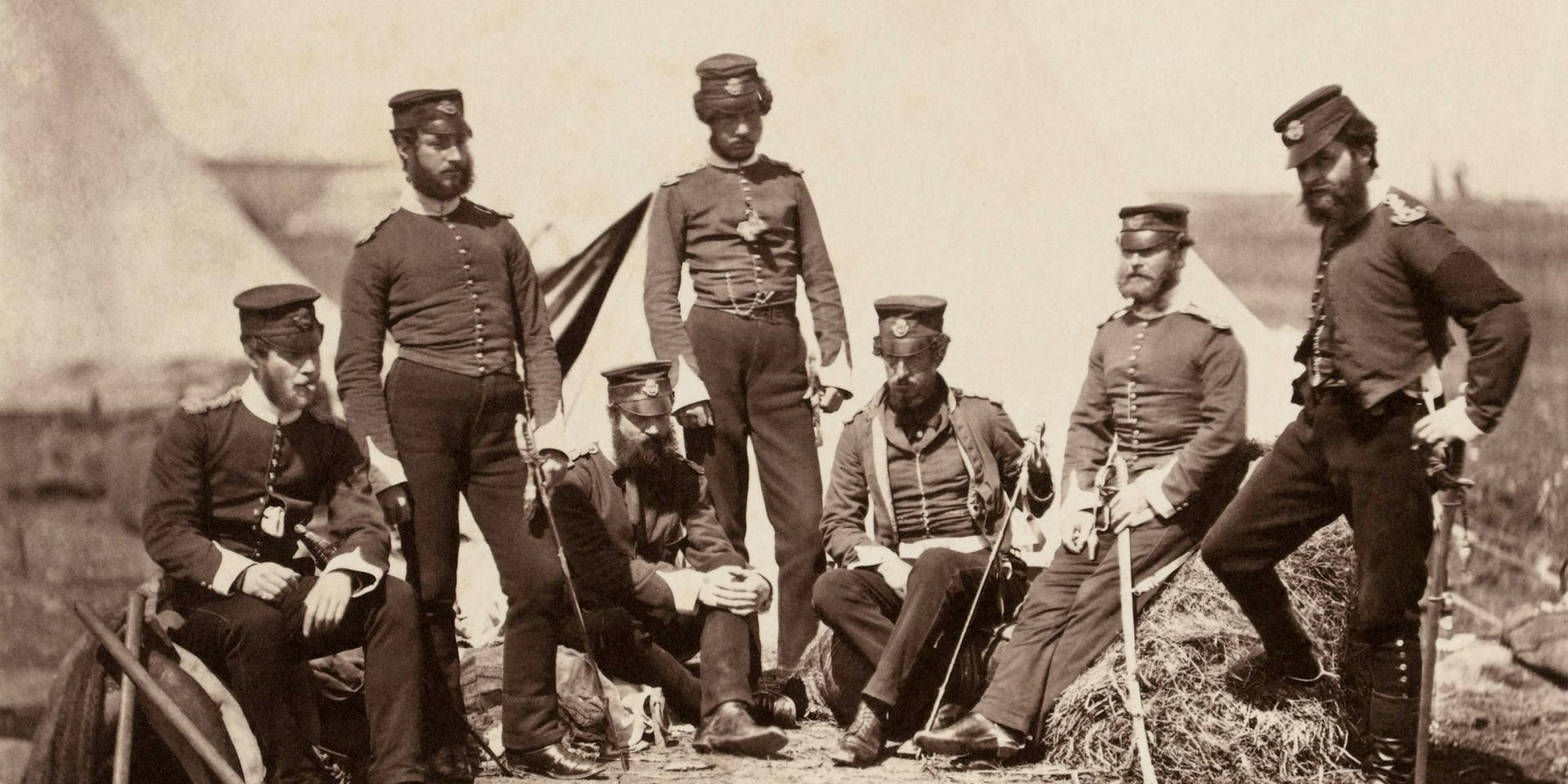 Officers of the 90th (Perthshire Volunteers) (Light Infantry) Regiment of Foot, photographed by Roger Fenton, 1855