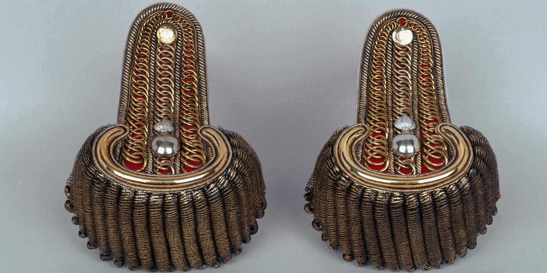 Captain's epaulettes, worn by Captain James Cunningham Grant-Duff, 1st or Grenadier Regiment Bombay Native Infantry, 1824