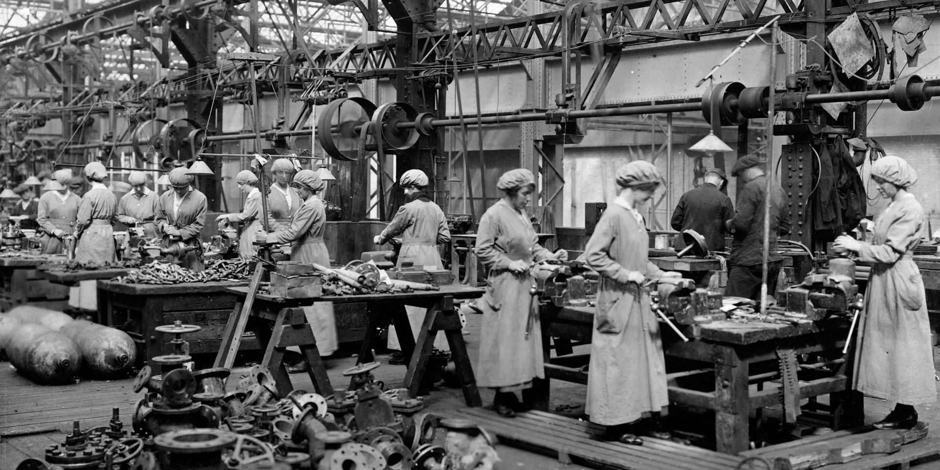 Female munitions workers, c1916