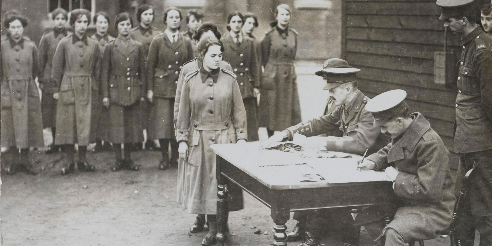 WAAC personnel line up for their pay, 1917