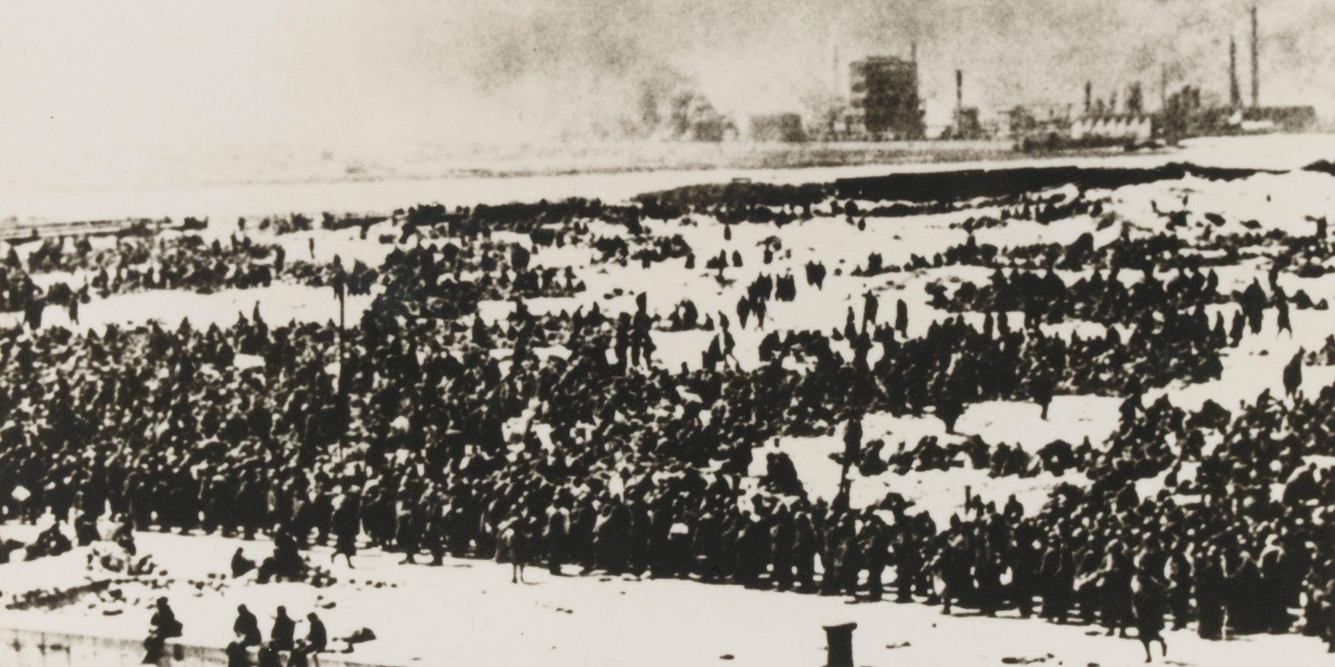 Awaiting evacuation, Dunkirk, 1940