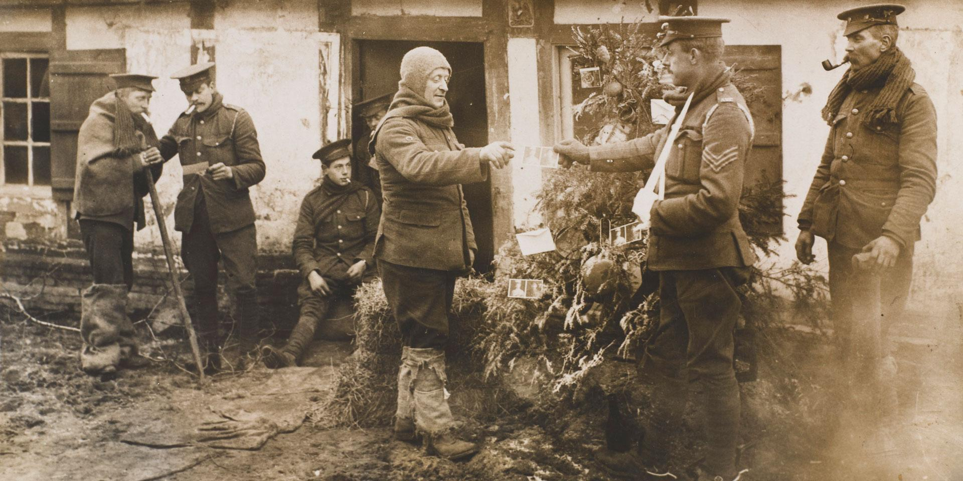Troops receiving the King's and Queen's Christmas cards, 1914