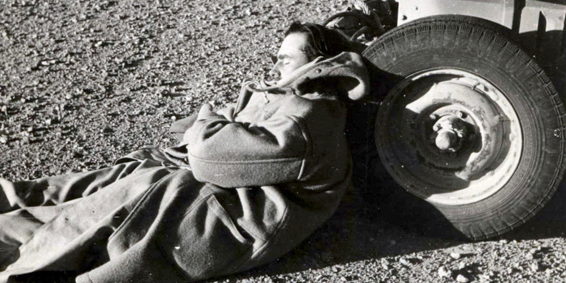 Lieutenant-Colonel David Stirling resting in the desert, 1942