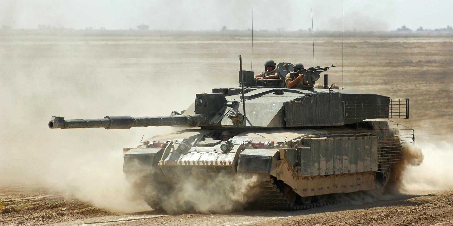 A Challenger 2 tank of The Queen's Royal Hussars at Maysan, Iraq, 2006
