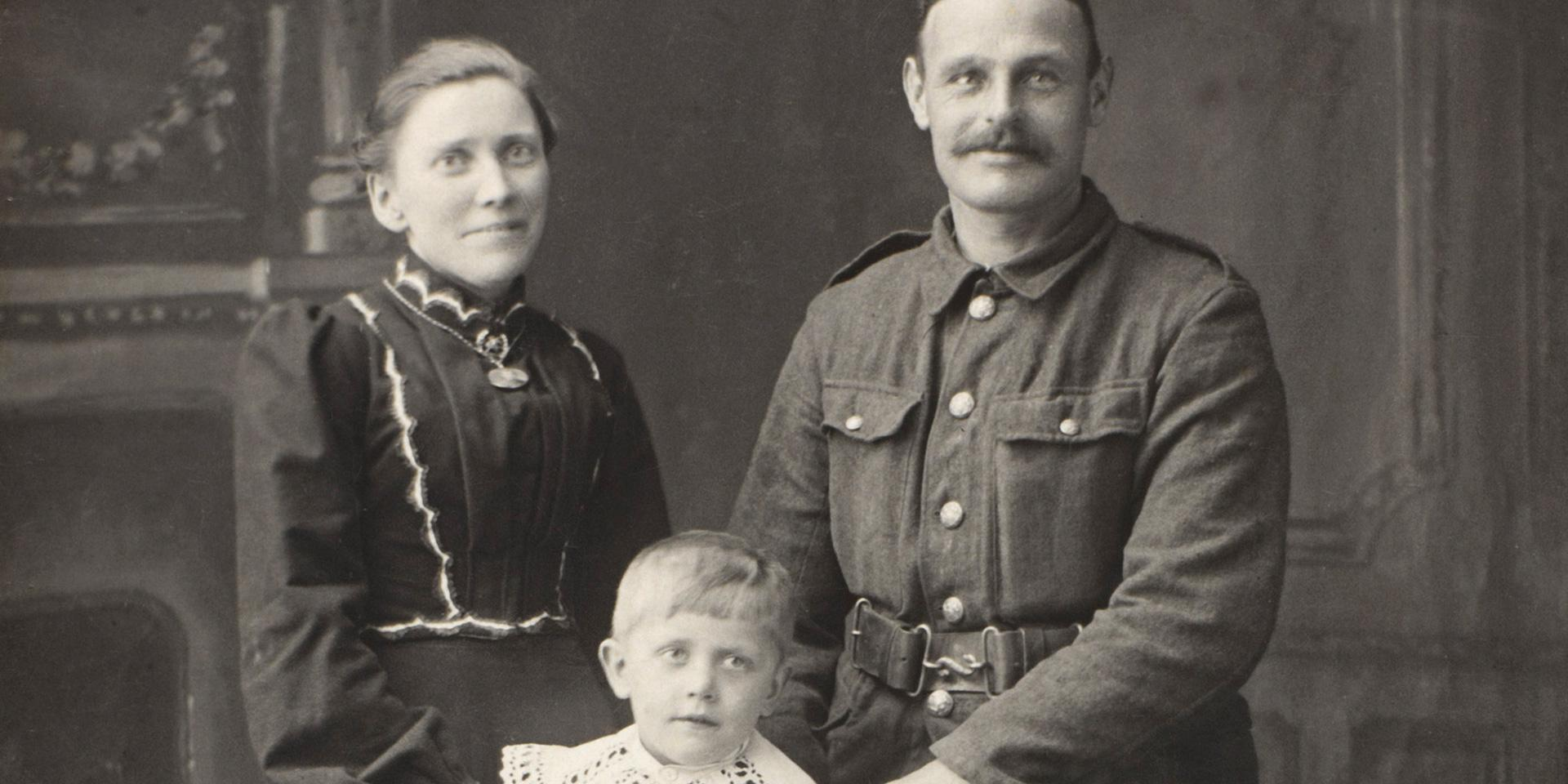 Private Charlie Cole with his wife and son, 1914.
