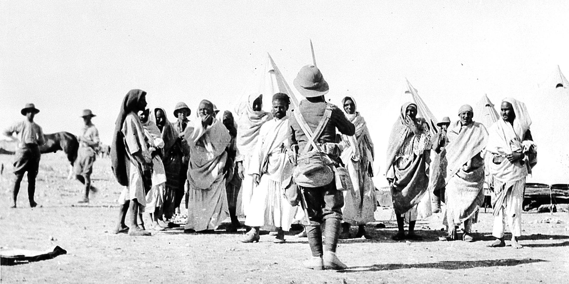 Bedouin prisoners at Mersa Matruh, 1915