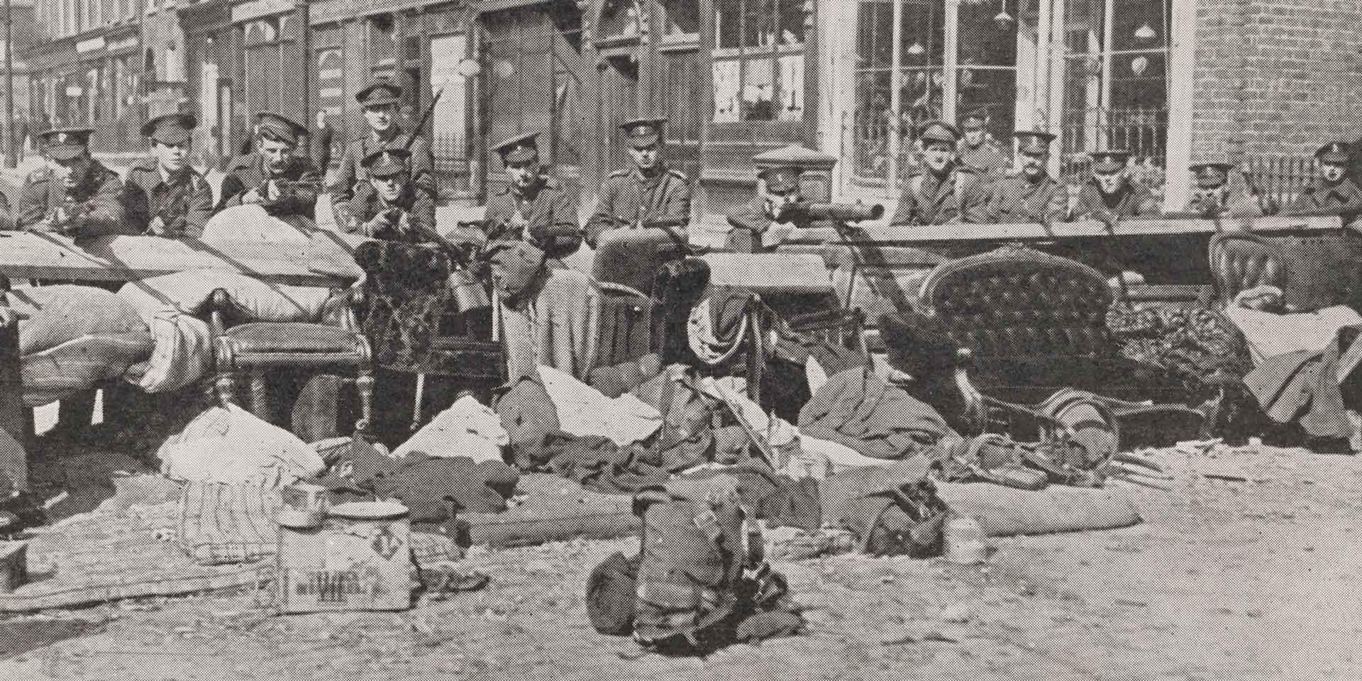 Soldiers holding a Dublin Street, Easter 1916