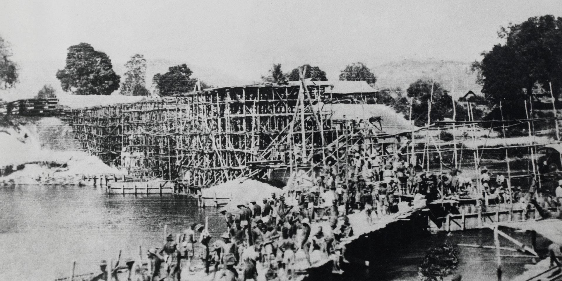 The building of the bridge over the River Kwai, 1943