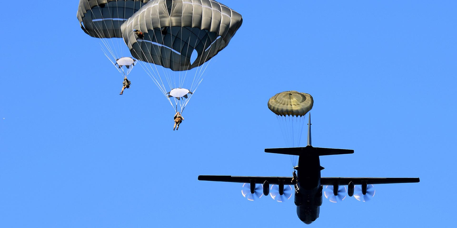 Airborne forces training exercise, 2016