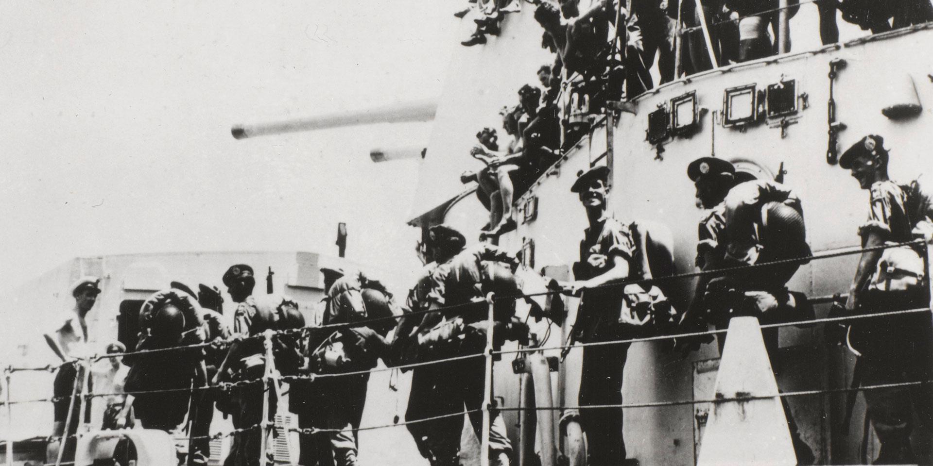 1st Battalion The Argyll and Sutherland Highlanders (Princess Louise's) boarding HMS 'Ceylon', Hong Kong, 1950