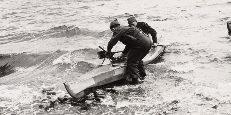 Commandos training with a two-man canoe, October 1941
