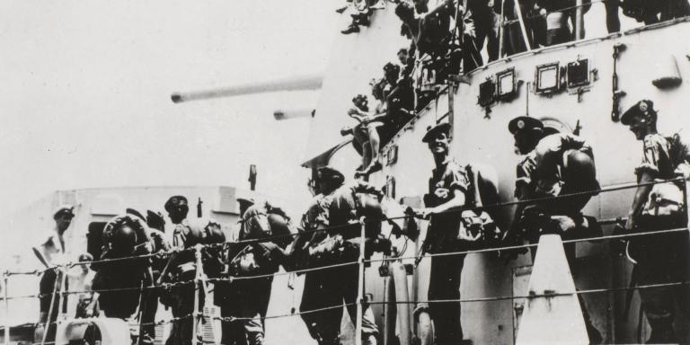 1st Battalion The Argyll and Sutherland Highlanders (Princess Louise's) boarding HMS 'Ceylon', Hong Kong, 1950