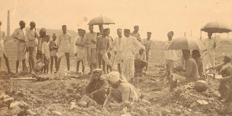 A grave being dug in the Hindu Burial Ground, Haines Road, Bombay, 1897